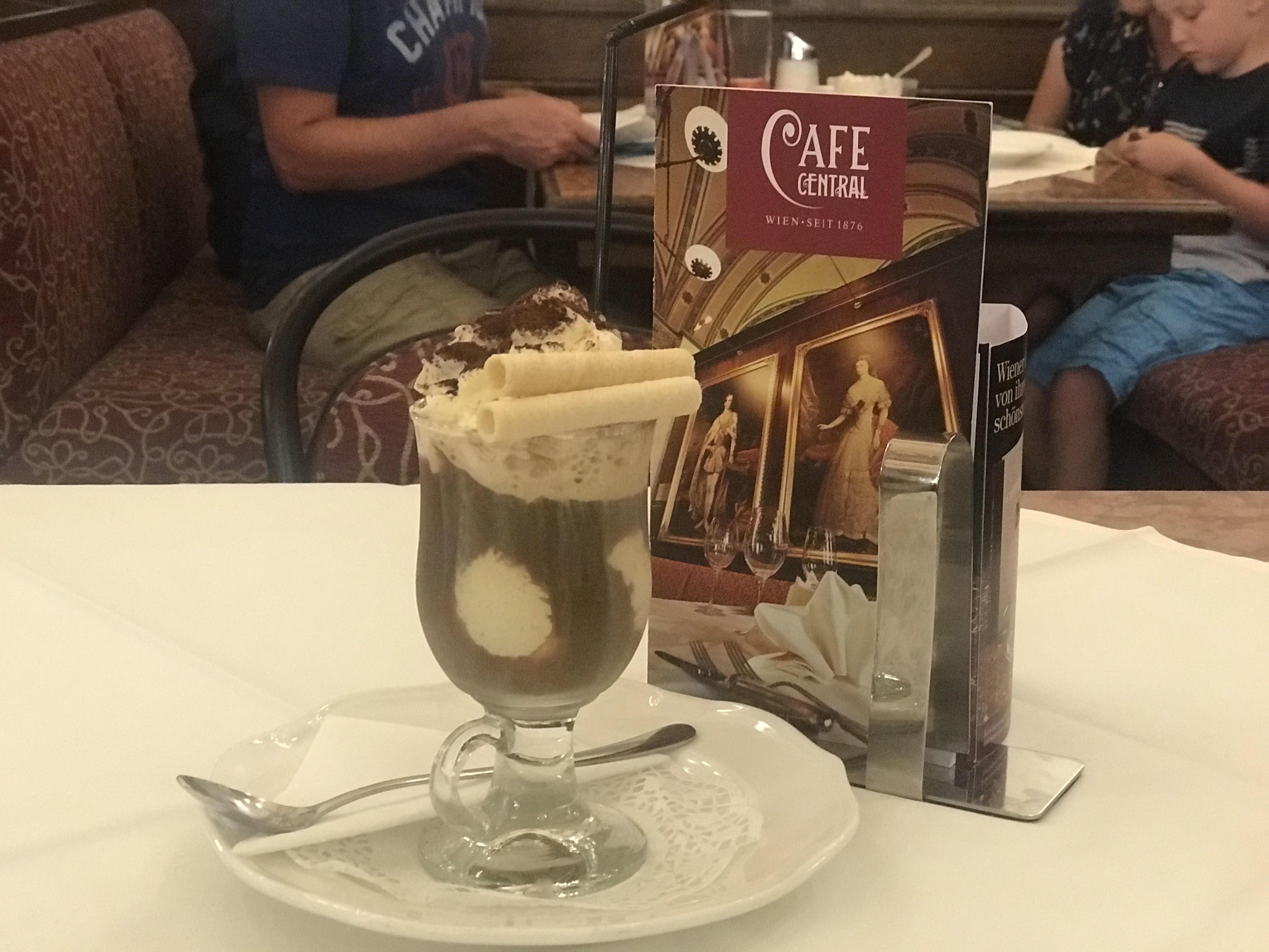 """กาแฟ Iced Coffee """"Viennese Style"""" (Wiener Eiskaffee)"""