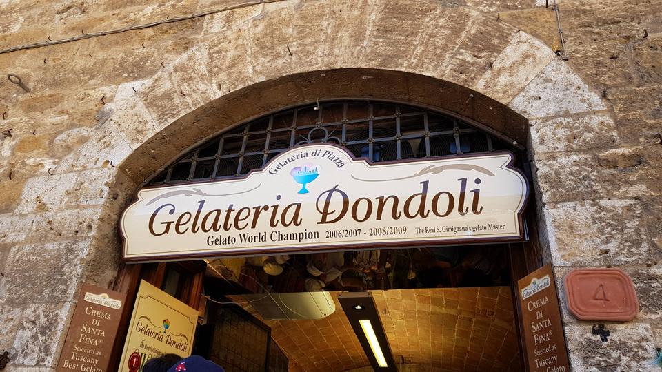 """Dondoli"" ณ จตุรัส Piazza Della Cisterna Beaconboy Travel"