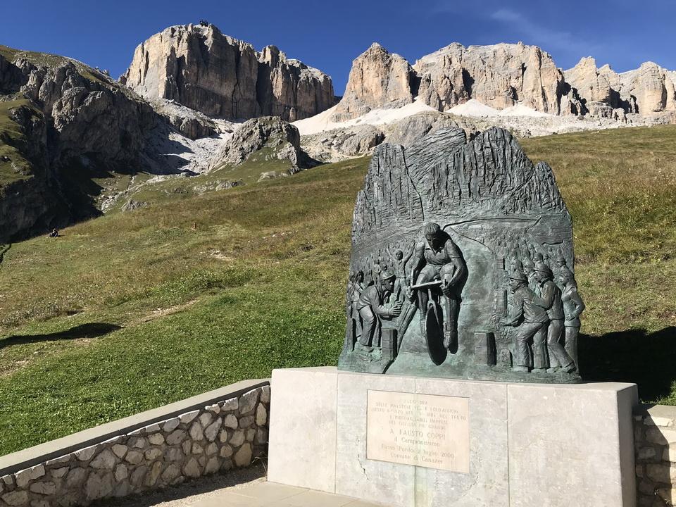 """โดโลไมท์ """"Monument to Fausto Coppi"""""""
